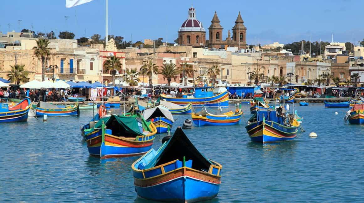 Port à Malte et petit village